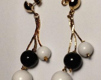 Flash Sale 1960s Mod Runway Long Chandelier Gold Chain Lucite Black White Bead Sphere Ball Earrings Pierced