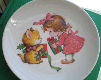 Vintage Avon Decorative Plate. Little Girl & Kitty Cat Christmas Home Decor Ceramic Plate, Retro Wall Art Kitschy Display Plate Gift for Her