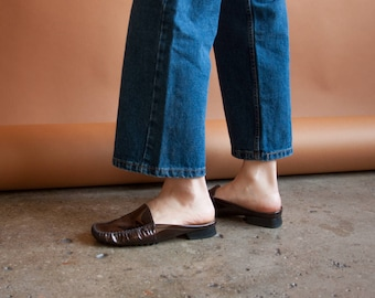 STUART WEITZMAN patent leather backless loafers / flat brown mules / simple slides / 8.5 / 822s / B3