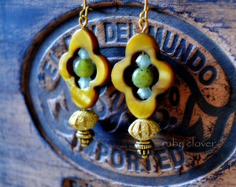 SALE,Green and Gold Earrings, Jade Beads, Medieval Jewelry, Quatrefoil, Pearl Shell, Gold Clovers, Casual Everyday Earrings, Medium Sized