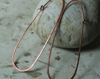 Handmade hammered extra large solid copper enlongated oval hoop, one pair (item ID LEC120G18)