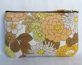 1970's Retro Vintage Make Up Bag, Zip Purse, Pouch - Chrysanthemum Print in yellow and white, Ipod & Earphones Case.