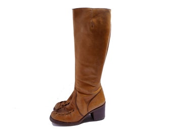 Size 7.5 // 1970s Campus Boots // Caramel Leather Boots // 70s Chunky Heel  Boots in Brown Tan// Made in Brazil Heeled Boots// 156