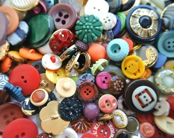 200 Antique and vintage plastic buttons in great price /1