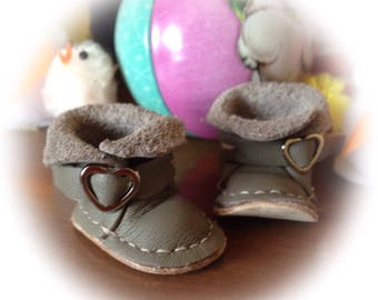 beautiful dove grey with heart buckle ,blythe boots