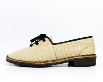 1970's Quilted Beige Leather Oxfords Shoes