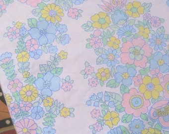 Pretty Vintage Flower Sheet Fabric, Gorgeous Pastel Colours, Reclaimed Fabric, 1970s Cotton French Florals, Patchwork, Quilting, Bunting