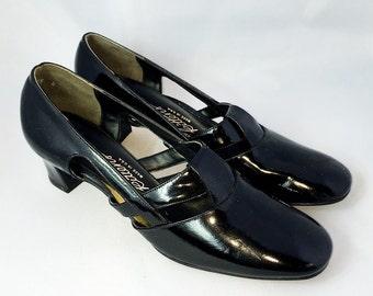 Vintage 60s Pumps | Black Patent Heels | Paradise Kittens Size 8.5