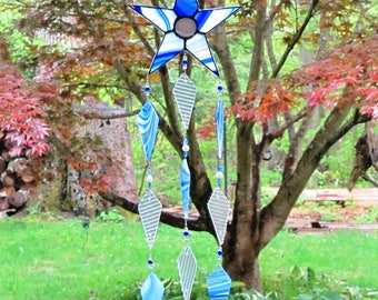 wind chime stained glass sun catcher, blue and white star, patriotic chimes, garden art, glass wind chime, beaded wind chime, gift, musical