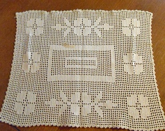 Handsome CROCHET ROSES CENTERPIECE Doily Ecru Lattice Design Scallops, Cottage Tea Table Accent 14 x 17 Rectangle Handmade Vintage 1930s