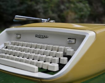 Vintage CURSIVE Yellow Royal Safari Typewriter, WORKING
