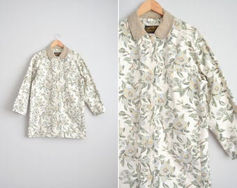 Size M/L // FLORAL CHORE COAT // Cream - Contrast Collar - Oversized - Cotton Field Jacket - Eddie Bauer - Vintage '90s.