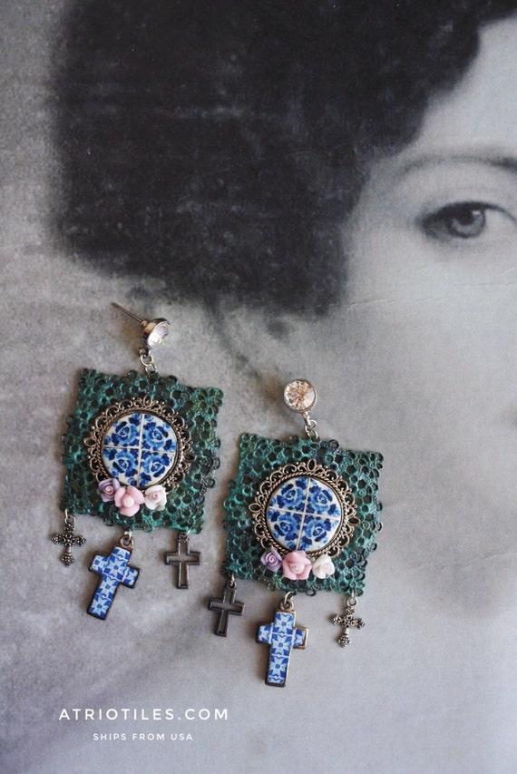 Portugal Antique  Blue Azulejo Tile Replica Filigree Cross  Earrings-  - Foto Lisboa, Ovar 1892 - Relic Eclectic, Assemblage Bohemian