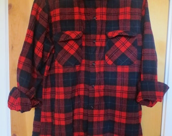RESERVED Jessica only Vintage Pendleton wool plaid shirt / Mens Large / Red Blue Green black Plaid / Boyfriends shirt  100% Virgin Wool