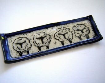 Black sheep tray – white wool – knitting tool – crochet gift – animal art – sgraffito pottery – black and white