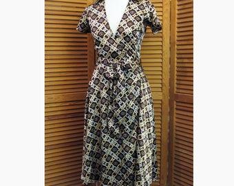 Vintage Disco wrap around brown/ gold chain link print womens dress size S Lola