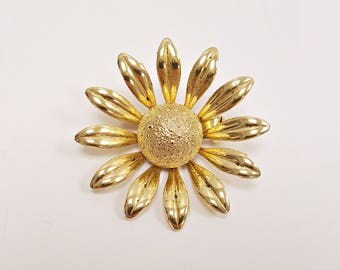 Vintage Daisy Brooch, Gold Tone Daisy Scatter Pin, Summer Jewelry Flower Pin