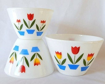 Fire King mixing bowls, set of 3, tulip pattern, Anchor Hocking, vintage, kitchen, good condition, vintage
