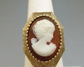 Luzier Cameo Perfume Ring