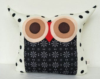 Black and white polka dots owl pillow/decorstion pillow /The night walker owl pillow
