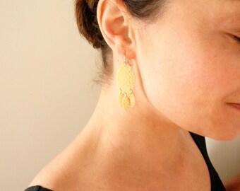 Hammered brass fringe dangles. Gold fringe earrings Medium gold earrings Hammered gold dangles Lightweight gold earrings 14K gold fill wires