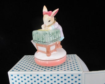"""Banbury Hollow  ~ Music - Rabbit sitting at Table The Good Company Music Figurine Sekiguchi   Japan  Plays : """" Love Letters"""""""