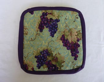 Pot holders, wine grapes, grapes