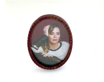 Small Picture Frame - Oval - Table Top - Easel Back - Brass - Burgundy - Feminine - Valentines - Romantic - Recycled - Beaded Edge - 1920s