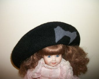 Betmar Black Wool beret w Gray bow