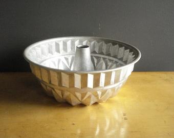 Angel Food Cake Pan - Vintage Baking Tin - Kitchen Decor - Vintage Organizer