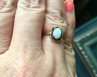 Opal Ring - 10k Gold - Vintage