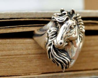 VINTAGE FIND sterling silver horse ring