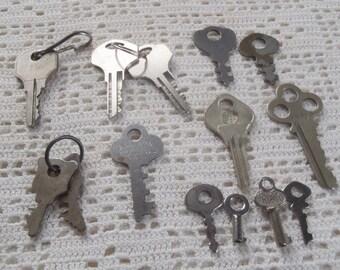 Vintage Metal Keys 14 Assorted Pieces
