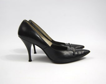 Late 1950s Early 1960s Black Leather Pumps // Pointed Toe Stiletto Heels Smartaire Footwear