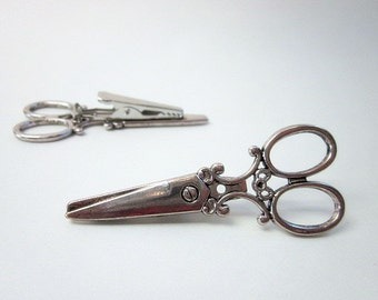 Scissors Clip -- Silver Scissors Brooch -- Gift for Stylist -- Scissors Brooch -- Scissors Accessory -- Scissors Pin -- Hair Stylist Gift