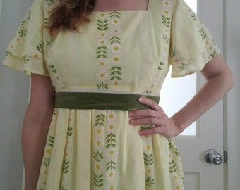 Vintage 70s Yellow DAISY Print Empire Waist Maxi Boho Dress (s-m)