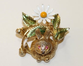 Gold Crown Bunny Trembler Brooch (1573-2)