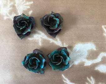 4 Vintage patina rusted Roses, metal roses,rose lamp part,metal roses for crown,rose crown,metal flowers,