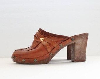 60% off sale // Vintage 70s Whiskey Brown Leather Clog Faux Wood Sole Heels // Women 5M // Enrico Sergio
