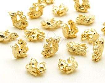 PD-1967-MG / 4 Pcs - Tiny Squirrel Charms, Miniature Chipmunk Charms, 3D Animal Pendant, Matte Gold Plated over Brass / 12mm x 10mm