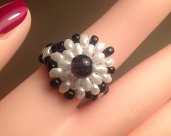 Black and White Ring/Beaded Ring/Beaded Ring/Black and White Jewelry/Beaded Flower Ring/OOAK/Handmade Ring
