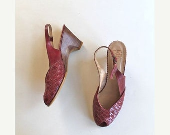 SHOP SALE vintage leather peep toe shoes- APPLE Pie red woven sling back   / sz 6.5