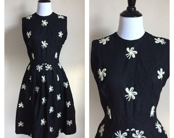 Vintage 1950's Black with White Flowers Swing Pinup Rockabilly Mad Men Dress size Extra Small XS