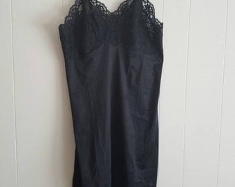 Vintage Vanity Fair Slip Black With Floral Lace 1960s Nylon Tricot Size 32 Short Made in the USA