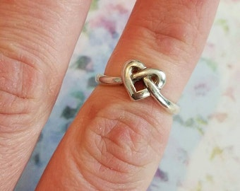 Vintage Sterling Silver Celtic Keltic Knot Heart Ring 1990s 925 Women Irish Wiccan Pagan Size 6.75