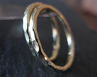 18K Green Gold Wedding Band Set Hammered Gold 18K Gold Wedding Ring Set Wedding Bands Wedding Rings Hammered Band Mens Wedding Band Rustic