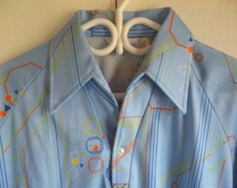 NOS divine men's polyester vintage disco shirt Lilly Dache  L blue mod hex pattern