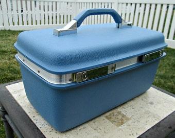 Vintage Blue Train Case by Samsonite - Near MINT - Includes Tray, Key, & Original Tags - Like NEW - AMAZING!
