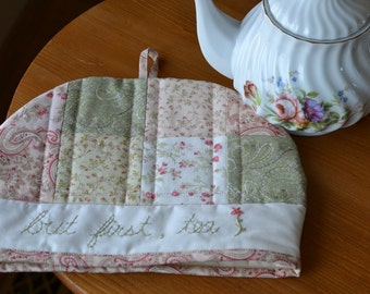 Pretty Pink Tea Cozy, 4-6 cups, Cottage Chic Decor, Cotton Floral Quilted Tea Cosy, Pink Green Kitchen, Tea Party Decor