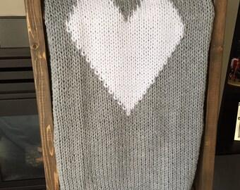 Knit heart blanket - light gray